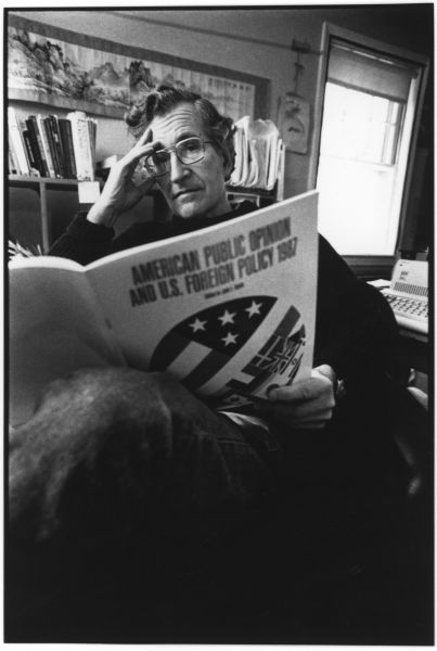 Manufacturing Consent: Noam Chomsky and the Media (DVD)