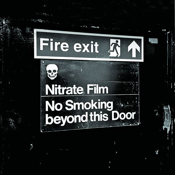 Nitrate warning sign